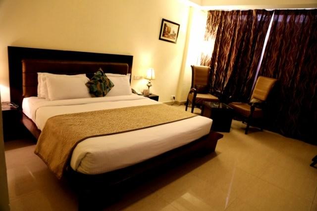 Deluxe Room - Hotel Eqbal Inn (1)